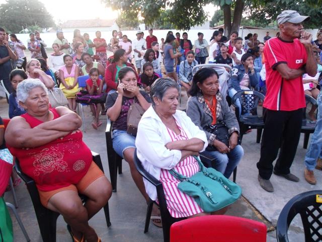 Senhoras que receberam melhorias de 1 Banheiro, 2 Quartos, 1 Quarto, ainda, as Escrituras - Foto Celso Antunes
