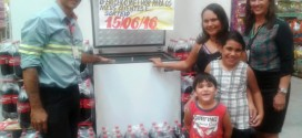 Atacado Pantanal entrega freezer do concurso cultural Coca-Cola