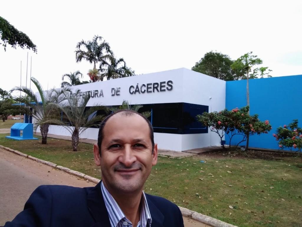 Renancildo, popular Cutia quer administrar ouvindo a população cacerense. Foto Selfie.