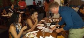 Grupo Juba promove noite do vinho com enólogo argentino
