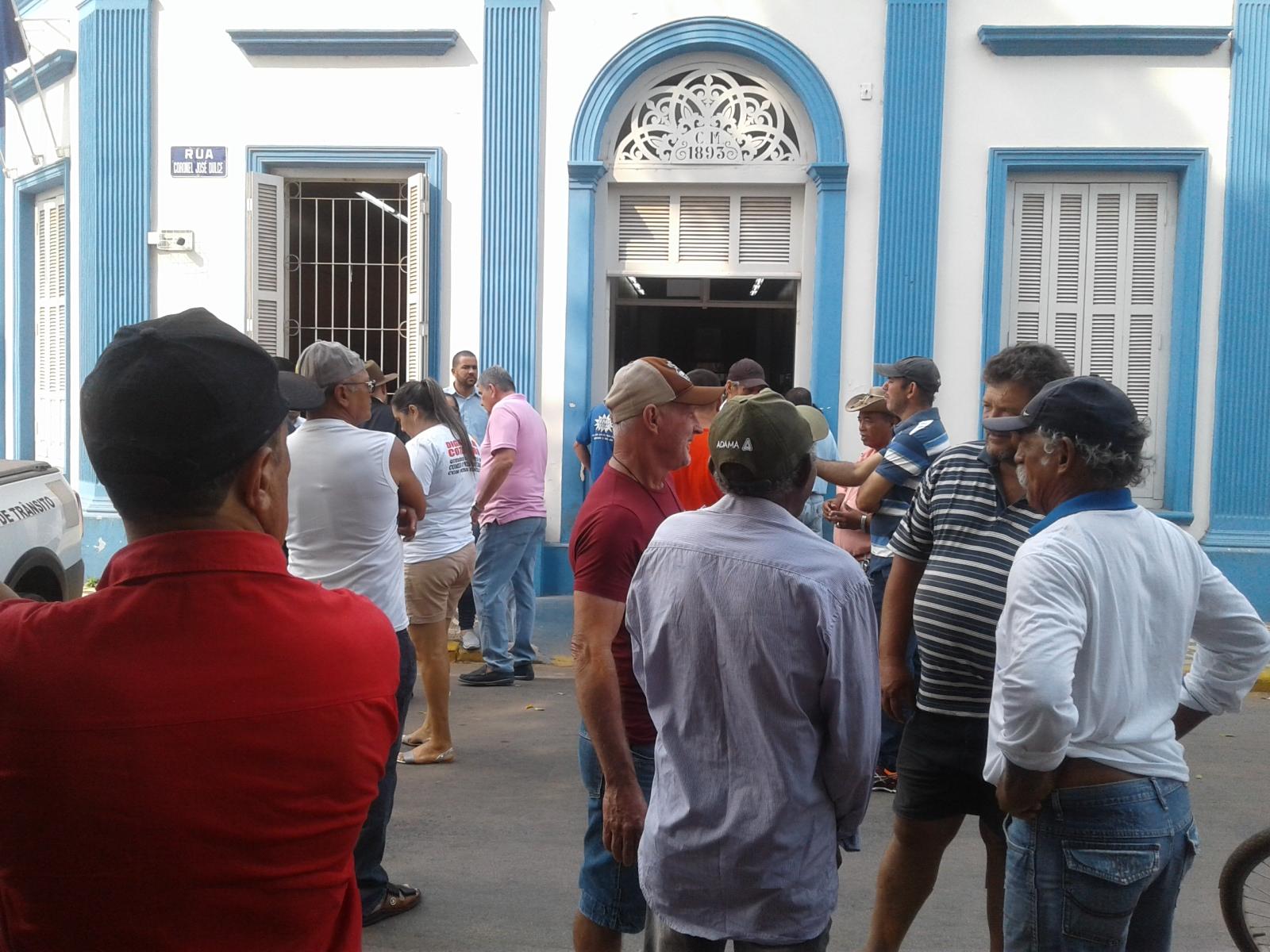 Plenário da Câmara fica pequeno diante do comparecimento dos pescadores de Cáceres e Região - Foto Celso Antunes