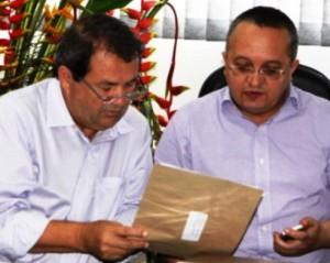 Prefeito Francis e governador Pedro Taques debatem ZPE de Cáceres. Projeto já está na Assembleia - Foto SECOM