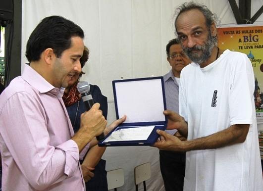 Secretário de Educação de Mato Grosso, Permínio, homenageia Carlos Maldonado - Arquivo