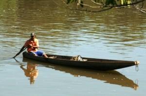 Pescador busca sustento à família - foto Reprodução
