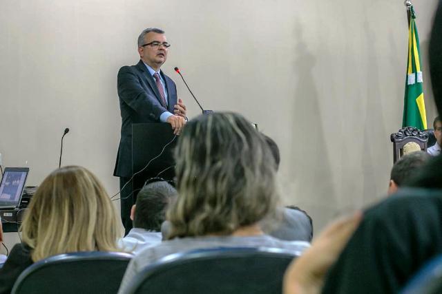 """""""A Unemat vai permanecer intacta"""", disse Paulo Taques; Fapemat será fortalecida."""