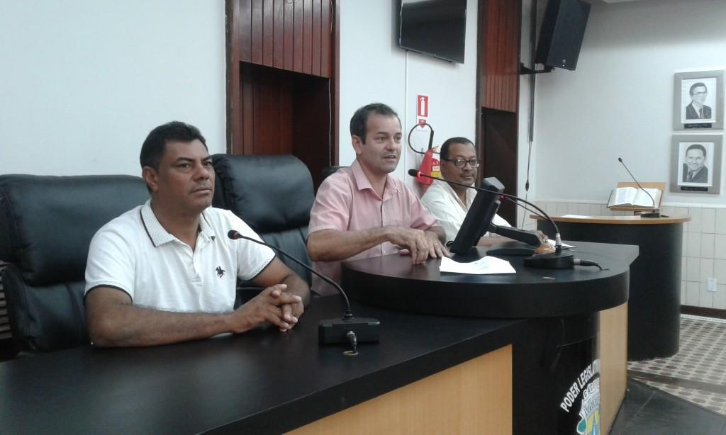 Vereadores Elias, Jerônimo e Domingos simulam Sessão - Foto: Celso Antunes