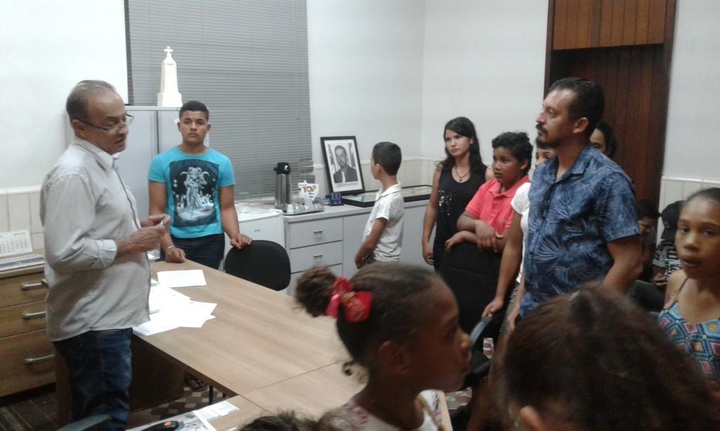 Presidente Rubens Macedo incentiva aos alunos a conhecerem a Política